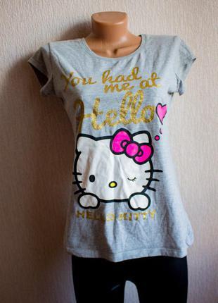 Серая футболка hello kitty с золотым надписом