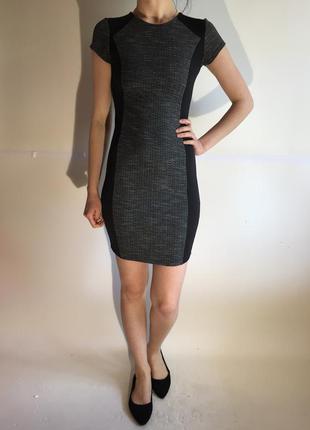 Трендовое трикотажное платье по фигуре с неопреновыми вставками