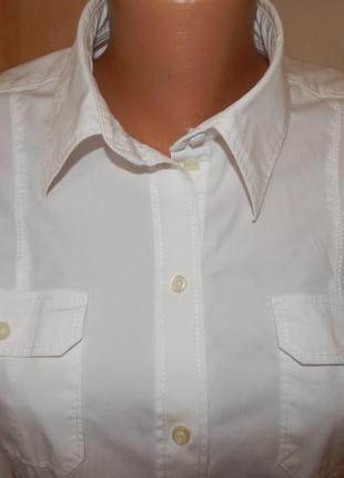 Белоснежная рубашка с длинным рукавом