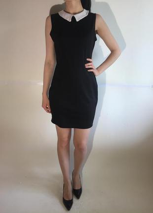 Актуальное платье в обтяжку с воротником без рукавов