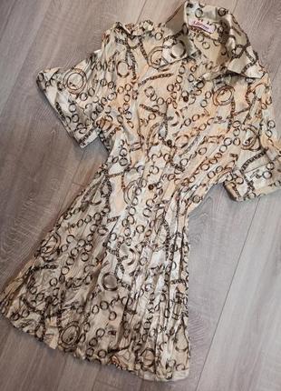 Рубашка женская на пуговичках бежевого цвета с принтом