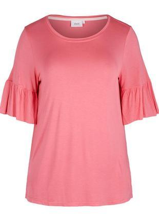 Розовая удлиненная футболка с воланами на рукавах zizzi
