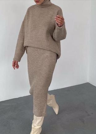 Вязаный юбочный женский костюм