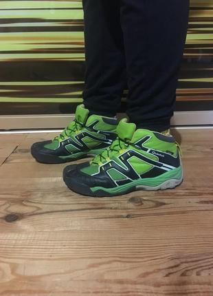 Крутые боты для подростка ботинки для мальчика яркие quechua оригинал!