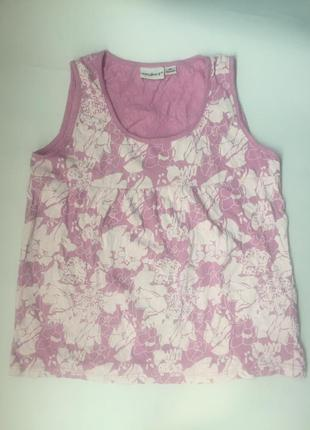 Розовая майка в белый принт