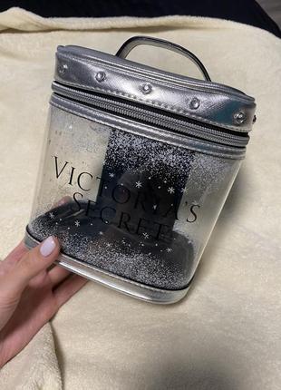 Вместительная косметичка victoria's secret