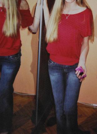 Потертые джинсы прямого кроя