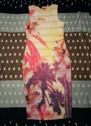 Классное платье футляр по фигуре цветочный принт