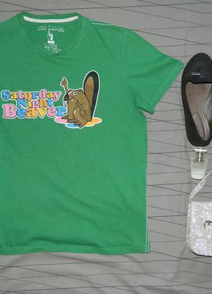 Яркая футболка с принтом
