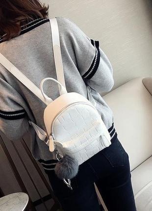 Женский маленький рюкзак с брелком