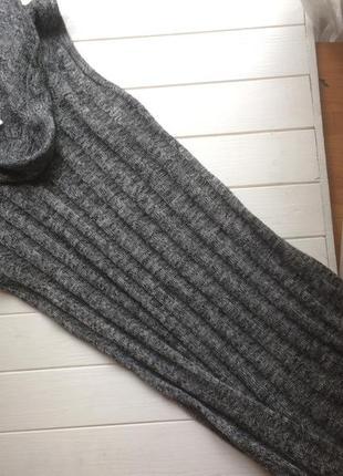 Платье вязанное с воротником хомутом от gloria jeans