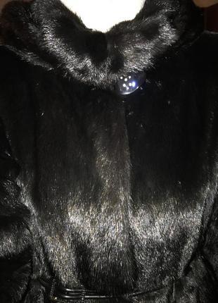 Красивая норковая шубка с капюшоном