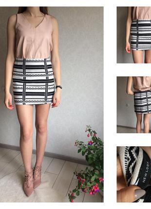 Стильная юбка в принт с молнией
