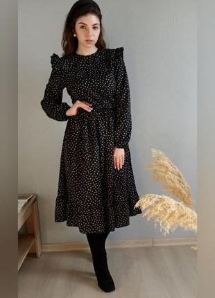 Черное платье миди в горошек