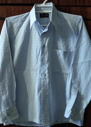 Рубашка на мальчика голубая на 7-9 лет