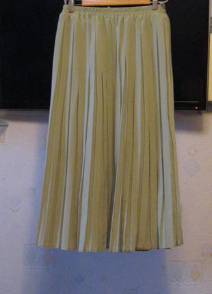 Шикарная юбка-плиссе светлого оливкового цвета, на наш р. 50/52