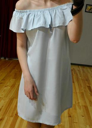 Ніжне плаття-трапеція з відкритими плечиками на резинці, вільного крою