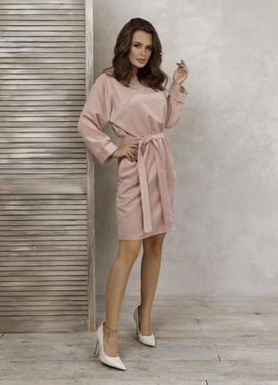 Вельветовое платье свободного кроя цвета пудры