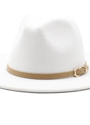 Шляпа женская фетровая федора с устойчивыми полями белая с ремешком