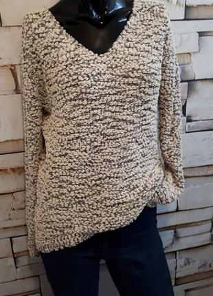 Мягенький удлиненный свитер джемпер с v-  образным вырезом