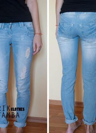Прямые базовые джинсы c потертостями yesyes