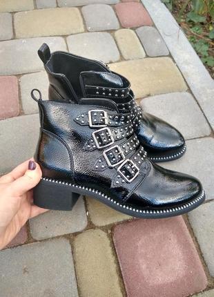 Демисезонные женские лакированные ботинки, челси