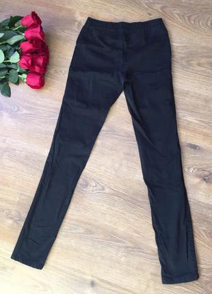 Чорні штани. гарно виглядають на тілі) чудової якості) від дуже хорошої фірми одягу)