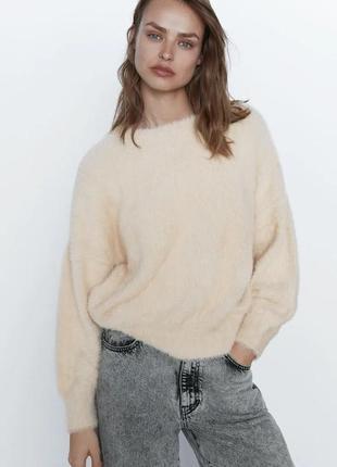 Шикарный мягкнький пушистый свитер размер  л zara оригинал