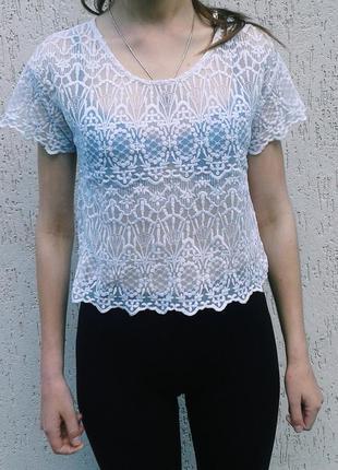 Полупрозрачная футболка с вышивкой