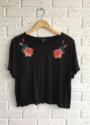 Стильная футболка с вышивкой цветы