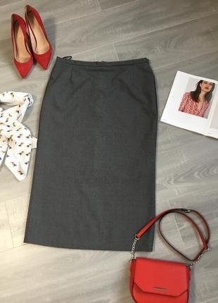 Базовая юбка карандаш в сером цвете
