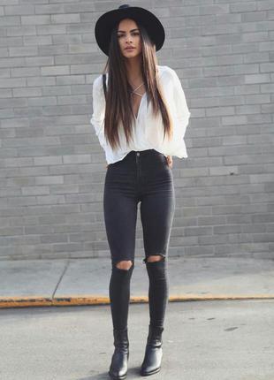 Серые джинсы скинни очень высокой посадки с рваными коленками zara