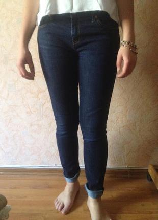 Джинсы скинни gap, темно-синие, 30р., с потертостями на коленях, в идеальном состоянии