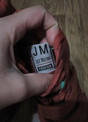 Классные сникерсы jm