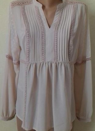 Пудровая блуза с кружевом