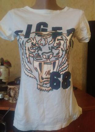 Белая футболка с тигром sinsay (одежда для непослушных девочек),размер s