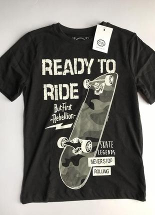 Акция. черная футболка со скейтерским рисунком c&a