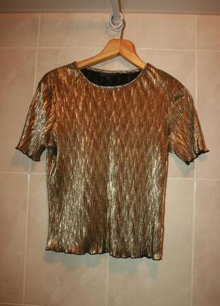 Стильная футболка золотистого цвета
