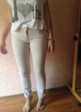 Узкие бежевые джинсы скинни flame, 29р.,посадка средняя, новое состояние