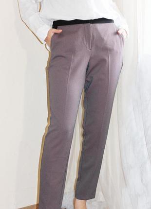 Стильные зауженные брюки