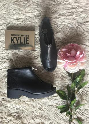 Удобные ботиночки от river island в состоянии новых 36-37 размер
