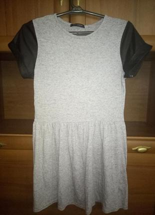 Платье с кожанными рукавами qed london