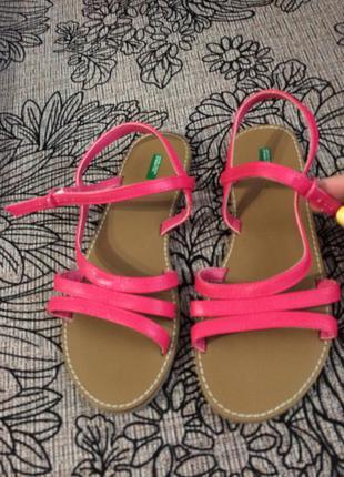 Новые сандали benetton
