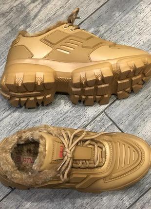 Стильные кроссовки/ кроссовки на меху/ рыжие кроссовки