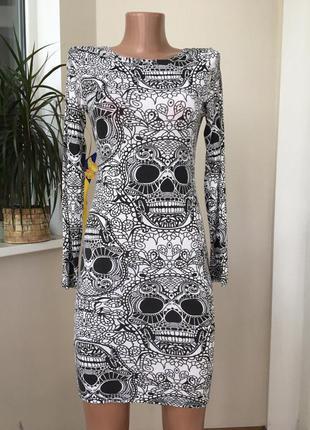 Платье футляр с черепками
