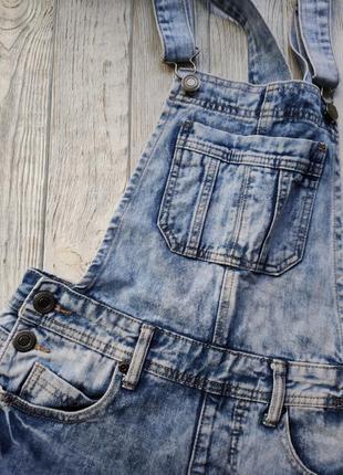 Голубой летний джинсовый комбинезон с шортами