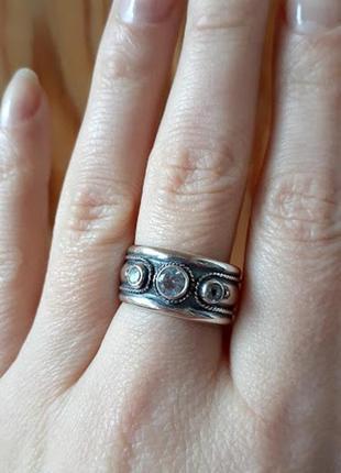 Широкое серебряное кольцо с белым  топазом 18р
