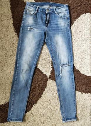 Стильные рваные потёртые джинсы