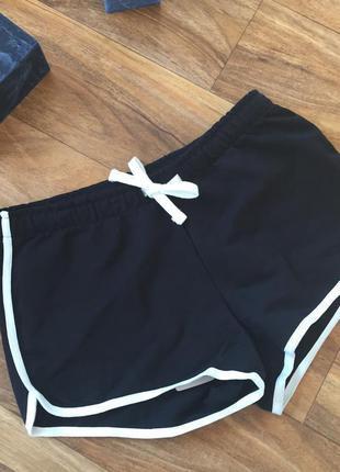 Модні, молодіжні шорти) розмір м) нові, насиченого чорного кольору)
