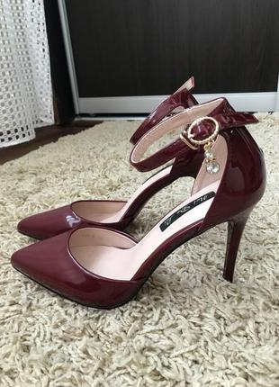 Стильні туфли лакові лодочки босоніжки босоножки бордо
